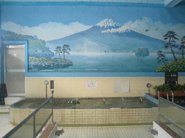 Các sento thường trang trí tường bằng tranh in hình núi Phú Sĩ hoặc tranh phong cảnh các vùng của Nhật Bản.