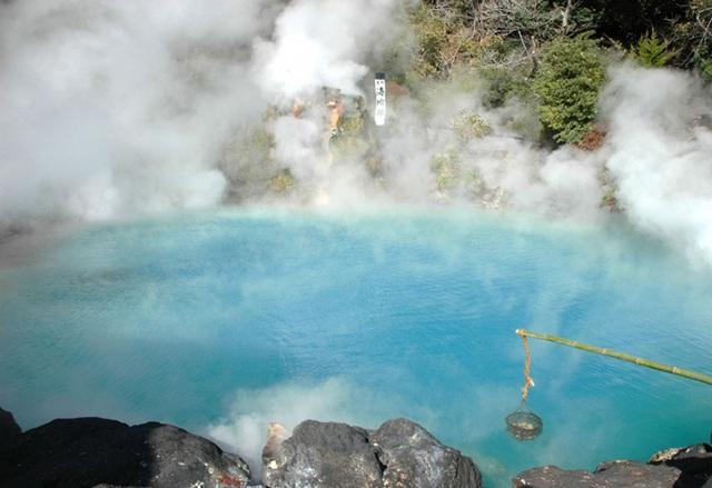 Một biến thể khác của sento chính là onsen (tắm suối nước nóng).