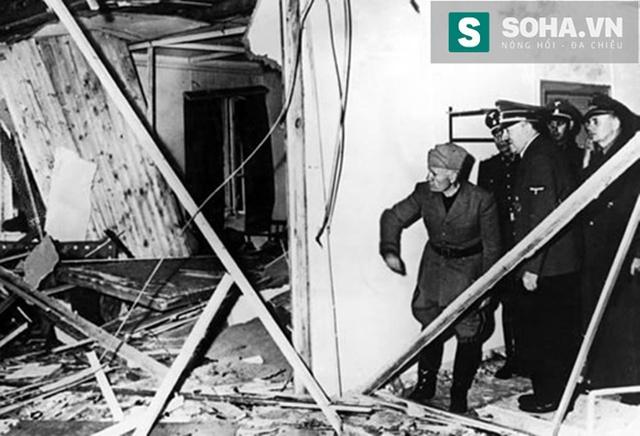 Trùm phát xít Hitler và Mussolini đang kiểm tra hiện trường sau vụ đánh bom.