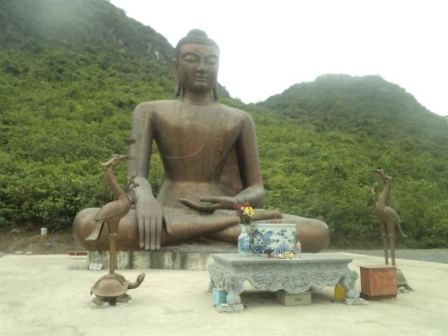 Tượng Phật tại Khu du lịch Tam Chúc - Ba Sao (Hà Nam)