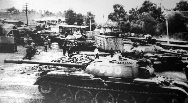 Tháng 12/1971, xe tăng 390 hành quân từ Vĩnh Phúc, vượt Trường Sơn vào chiến đấu tại chiến trường Trị Thiên khốc liệt.