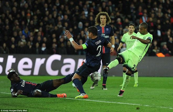 May cho Man City là ở phút 72, Fernandinho có bàn chuộc tội, cân bằng tỷ số 2-2.