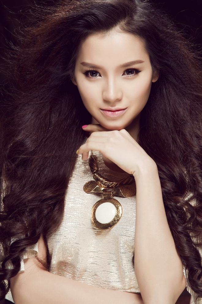 Phương Trinh Jolie đã hoàn thành và chuẩn bị giới thiệu vai nữ chính phim điện ảnh Fan cuồng đóng chung với Thái Hòa và Johnny Trí Nguyễn.