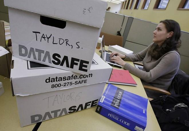 Sau cuộc bỏ phiếu điều chỉnh Luật bất quá tam tại bang California và sự vào cuộc của một nhóm nghiên cứu về tội phạm của Trường Luật Stanford, có khoảng 3.000 tù nhân chịu án chung thân đã được đề nghị phóng thích.