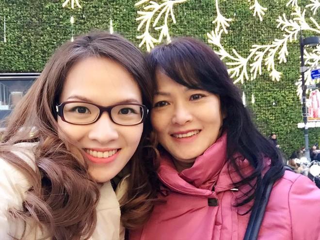 Hình ảnh mẹ và chị gái Đan Lê đi du lịch gần đây mà không có mình được Thu Trang chia sẻ.