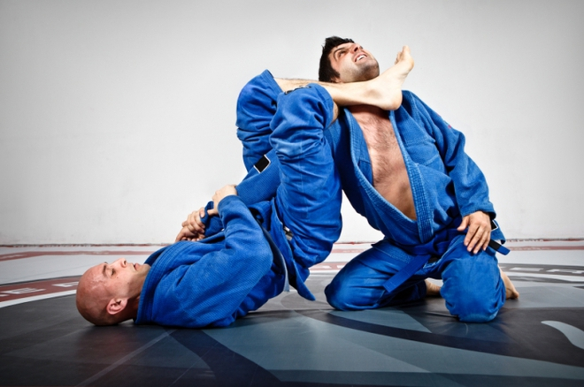 Đòn bẻ tay của môn Jiu-jitsu. Ảnh: Internet.