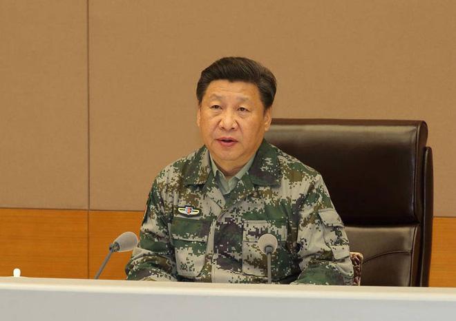 Ông Tập Cận Bình lần đầu xuất hiện với chức danh Tổng chỉ huy liên hợp quân ủy khi đến thăm Trung tâm chỉ huy tác chiến liên hợp quân ủy Trung Quốc hôm 20/4. (Ảnh: Guancha.cn)