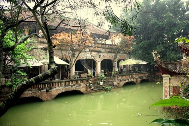 Đã từ nhiều năm nay, Việt phủ được xem như 1 điểm dã ngoại hấp dẫn cho những du khách muốn tìm kiếm lại một thoáng bình yên của làng quê Bắc bộ xưa.