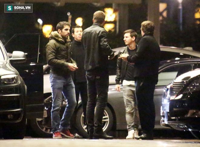 Gerard Pique cùng Messi bị bắt quả tang kéo nhau đi đánh bạc đêm tại Casino de Barcelona.