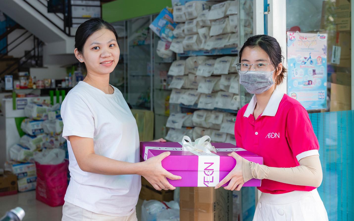 Chuyến hành trình trao quà đầy cảm xúc tới 500 khách hàng thành viên của AEON Việt Nam