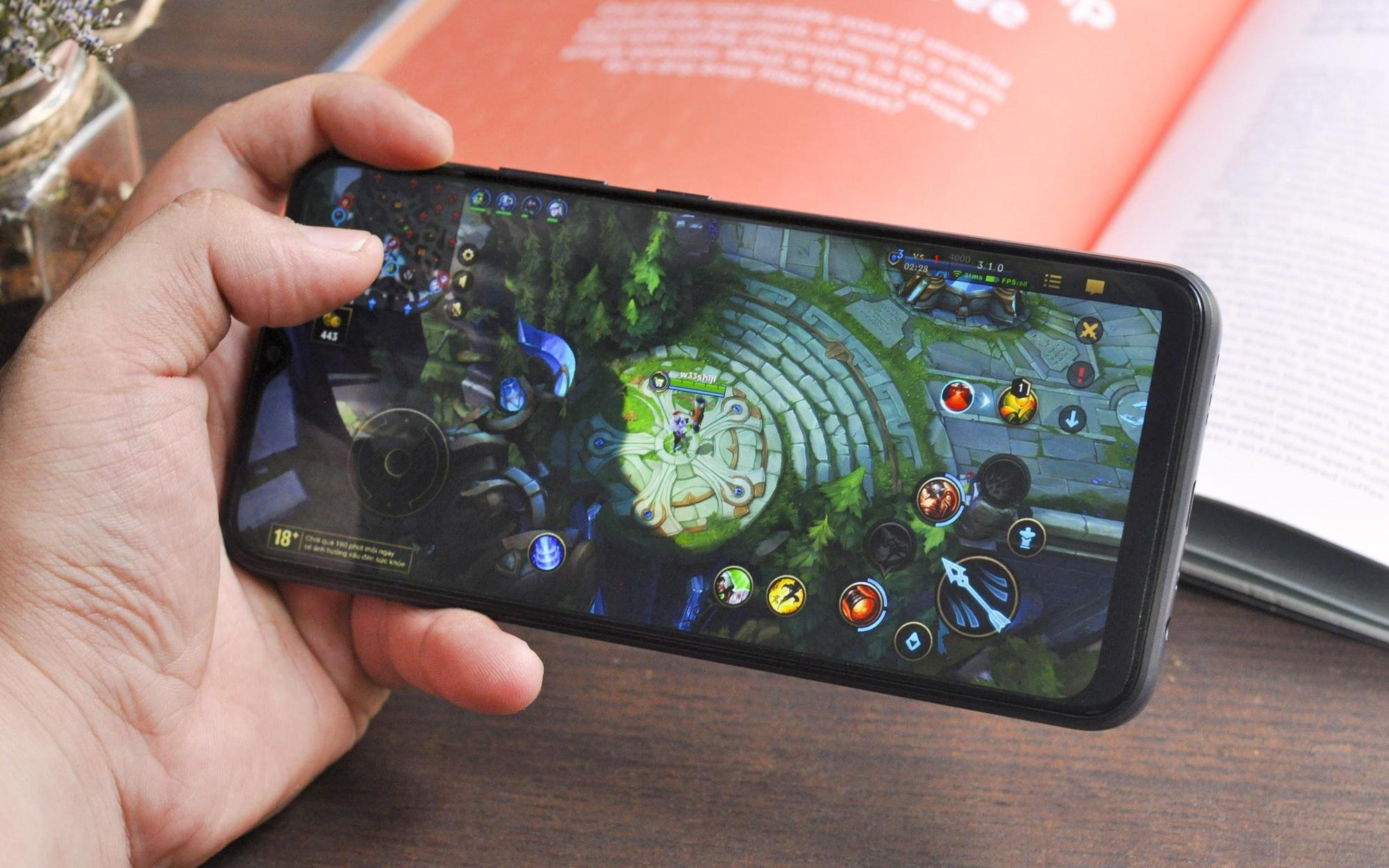 """Smartphone cho Gen Z thích """"sống trội"""" ở phân khúc tầm trung: realme C25 nâng tầm sống trội, bền bỉ chất riêng cùng loạt hiệu năng mạnh mẽ"""