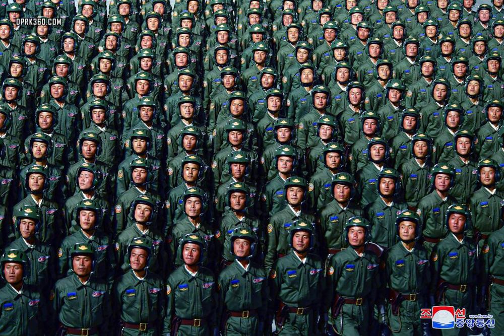 Phô diễn tên lửa, Triều Tiên gửi thông điệp gì tới TT Mỹ tương lai? - Ảnh 2.