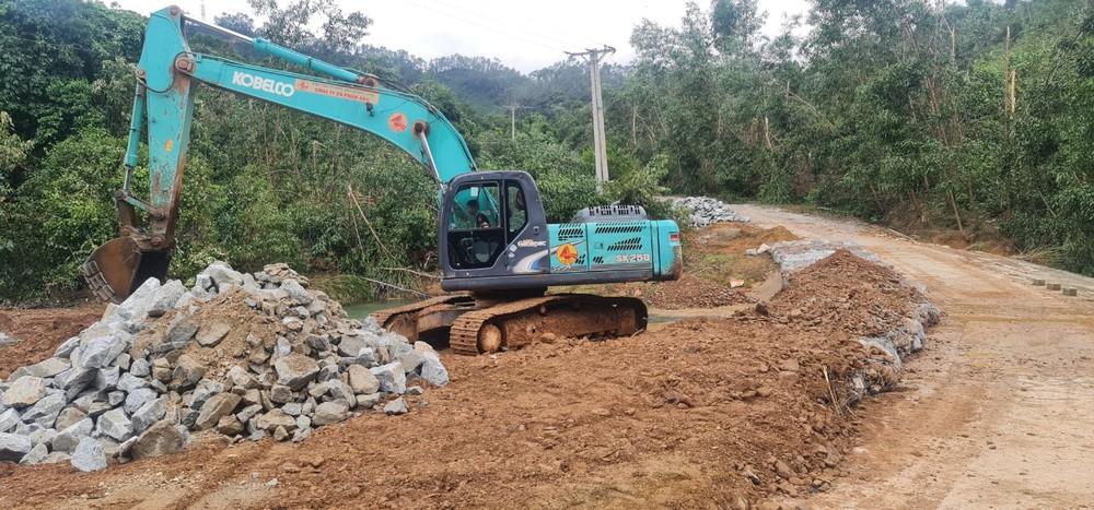 Chủ tịch Thừa Thiên Huế: Giải cứu Rào Trăng đang gặp khó khăn, nguy hiểm vì mưa lớn - Ảnh 2.