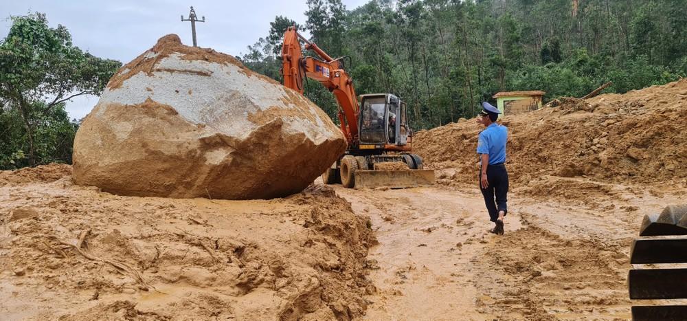 Chủ tịch Thừa Thiên Huế: Giải cứu Rào Trăng đang gặp khó khăn, nguy hiểm vì mưa lớn - Ảnh 1.