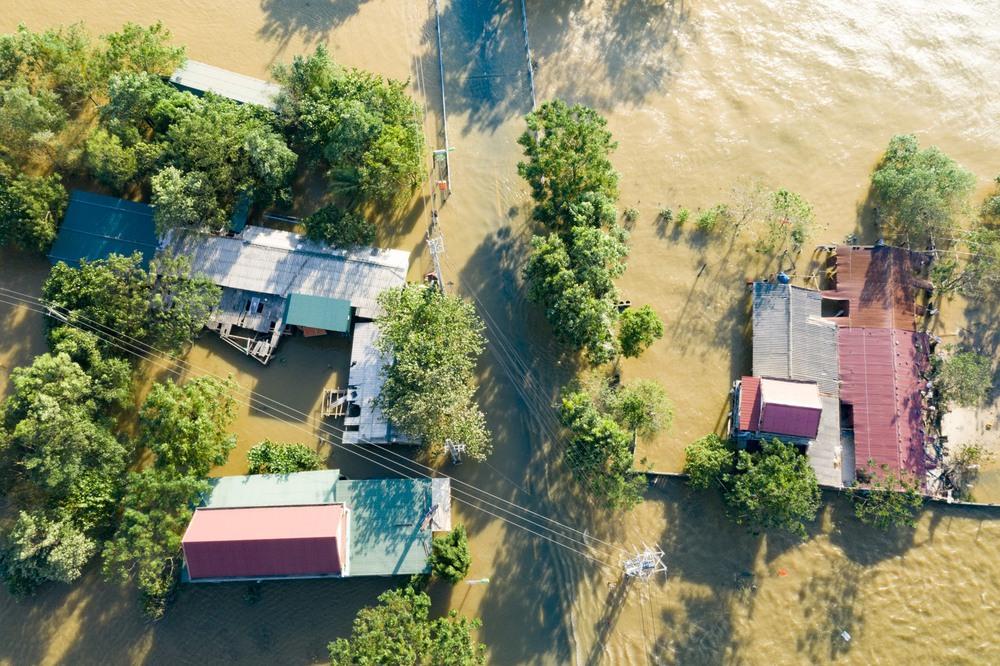 Rốn lũ Quảng Bình nhìn từ flycam: Nắng đã lên, nhiều tuyến đường đã thông, thuận lợi cho cứu trợ - Ảnh 3.