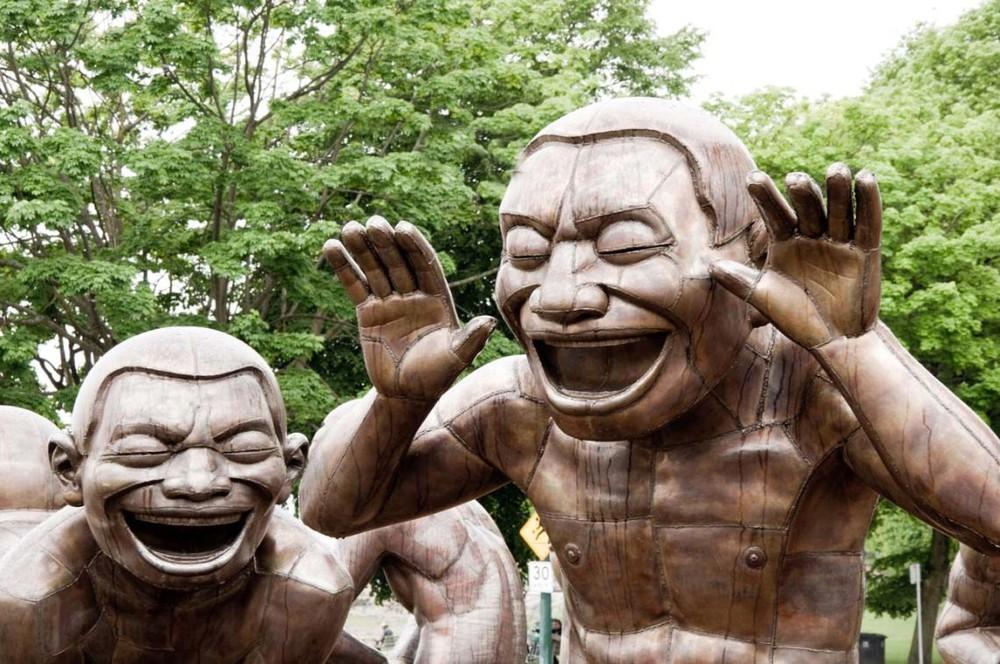 Cười Đến Chết - Căn bệnh thần kinh đáng sợ khiến hàng trăm người phát điên rồi tử vong: Nguyên nhân từ hủ tục đáng sợ - Ảnh 2.