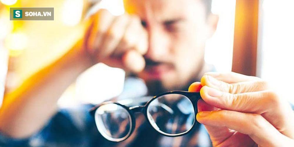 BS nêu đích danh 6 thói quen xấu khiến cho thị lực suy giảm: Hãy thay đổi để cứu đôi mắt - Ảnh 1.
