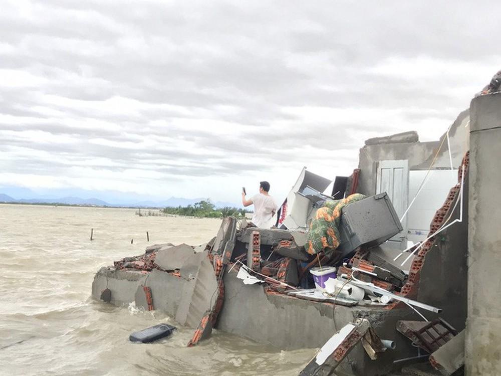 Bão số 13 quần thảo suốt 4 giờ ở vùng ven biển Thừa Thiên - Huế - Ảnh 14.
