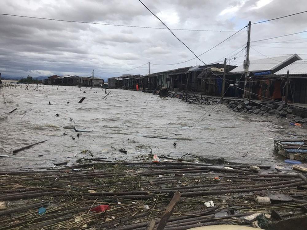 Bão số 13 quần thảo suốt 4 giờ ở vùng ven biển Thừa Thiên - Huế - Ảnh 17.