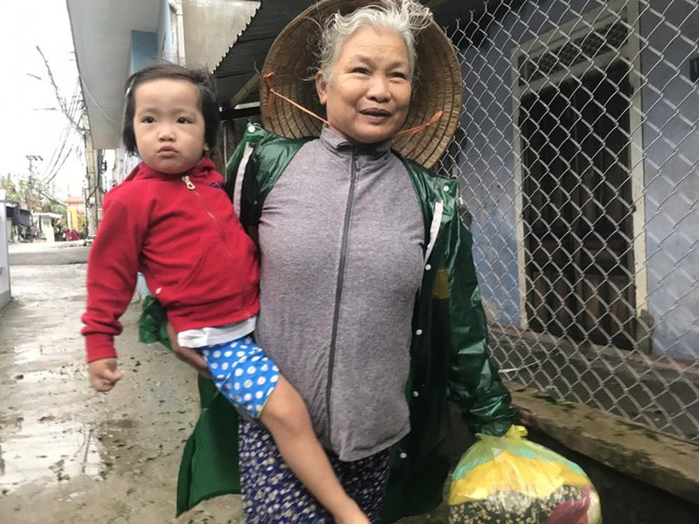 Bão số 13 quần thảo suốt 4 giờ ở vùng ven biển Thừa Thiên - Huế - Ảnh 11.