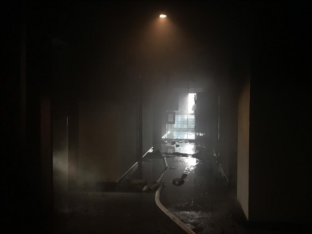 Cháy khách sạn ở Nghệ An, hành khách tháo chạy tán loạn ra ngoài - Ảnh 3.