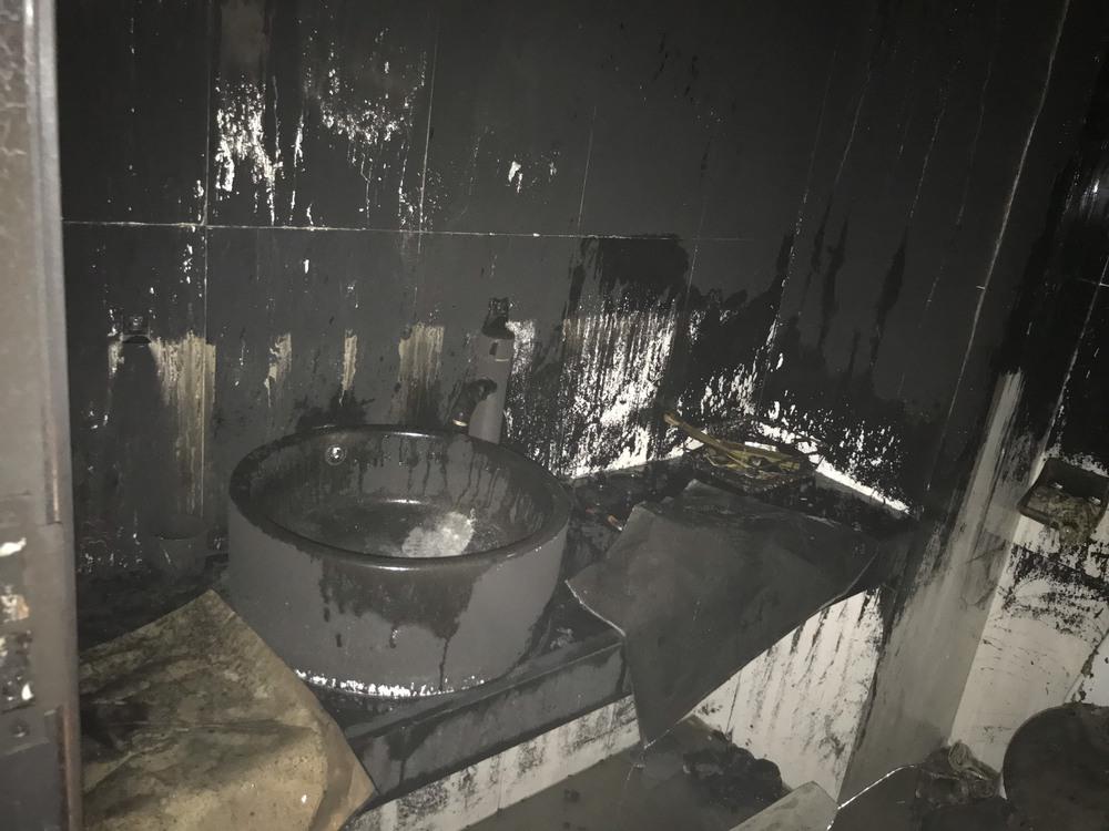 Cháy khách sạn ở Nghệ An, hành khách tháo chạy tán loạn ra ngoài - Ảnh 10.