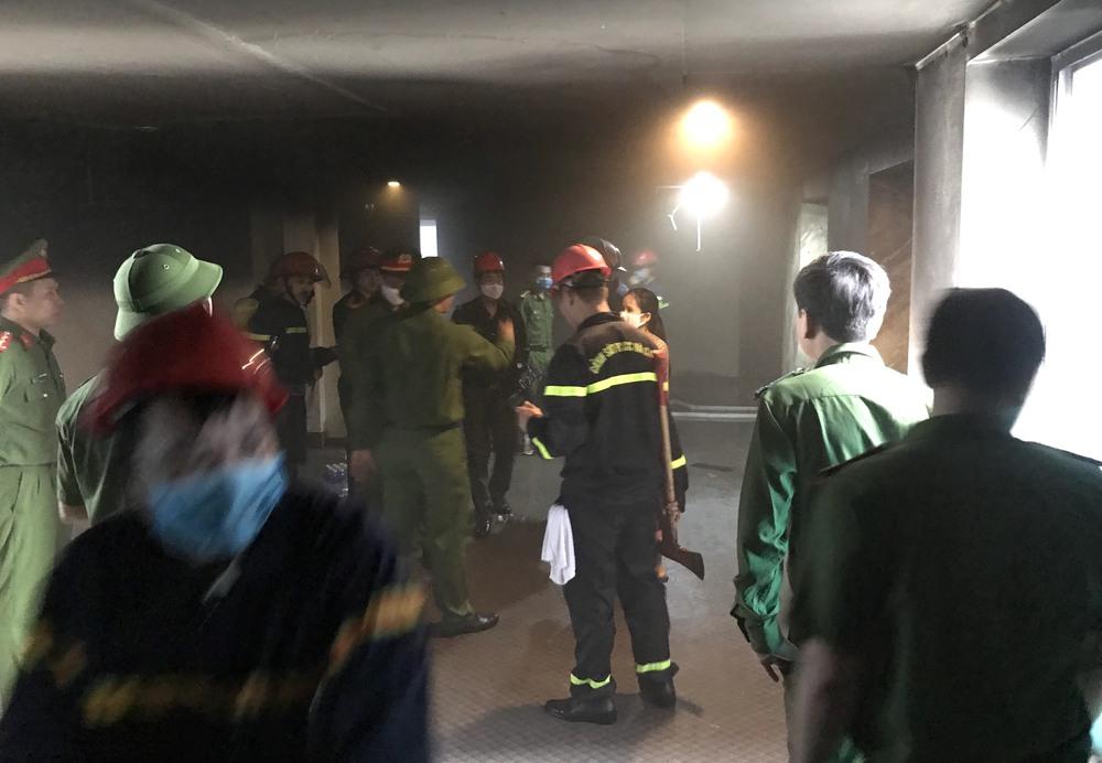 Cháy khách sạn ở Nghệ An, hành khách tháo chạy tán loạn ra ngoài - Ảnh 11.