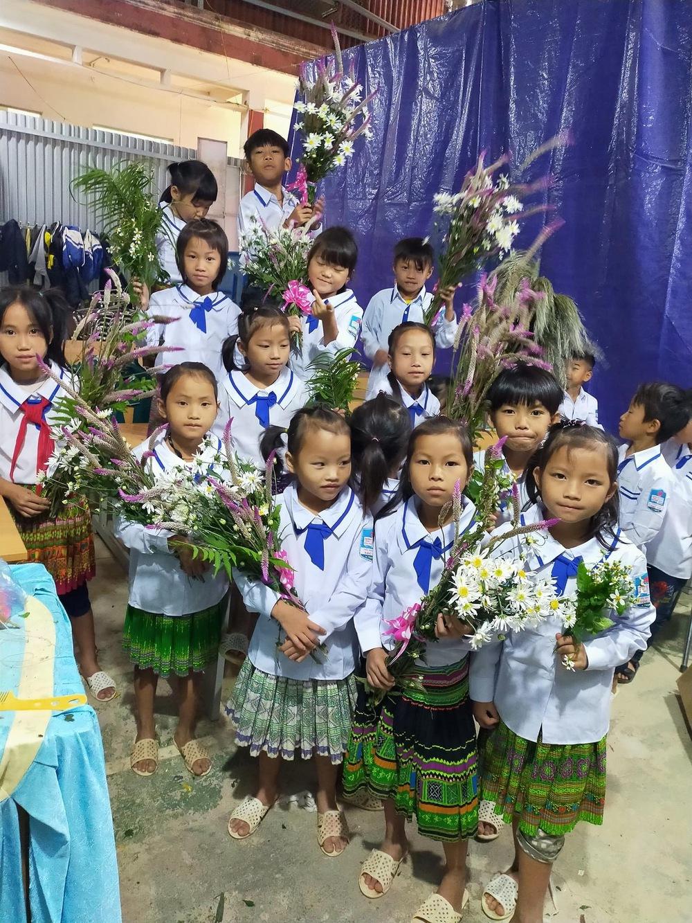 Món quà đẹp nhất của học sinh ngày 20/11 khiến cô giáo vùng cao vừa nhận đã rơi nước mắt - Ảnh 2.