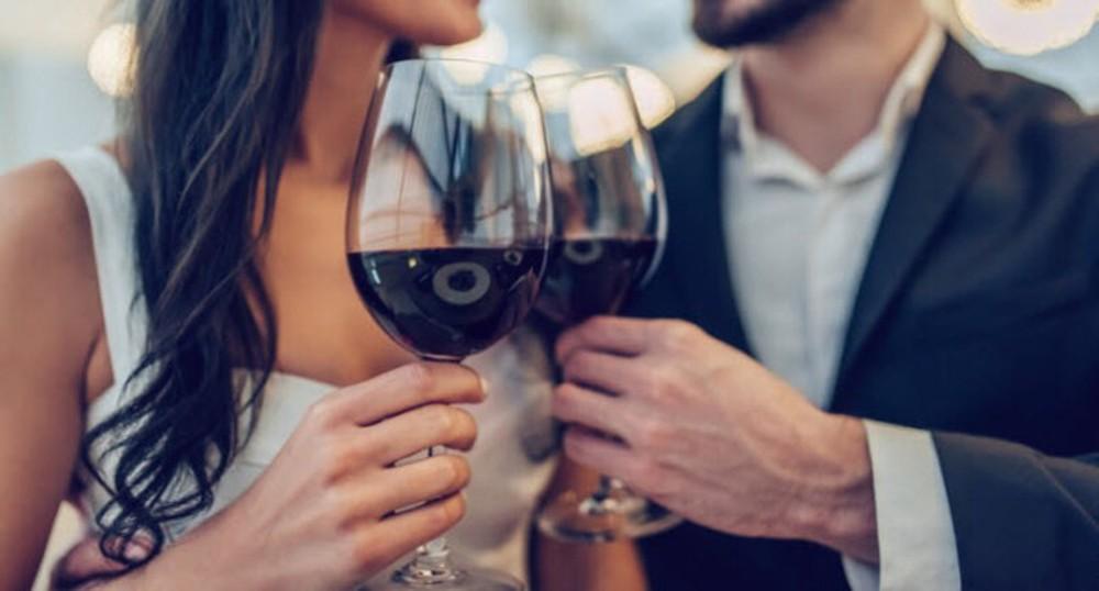 Bia rượu - thần dược hay sát thủ với tình dục? 4 câu trả lời giúp bạn nhìn rõ sự thật - Ảnh 1.