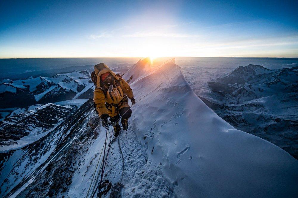 Lần đầu tiên thám hiểm quy mô Everest, phát hiện loạt kỷ lục đáng lo ngại - Ảnh 2.