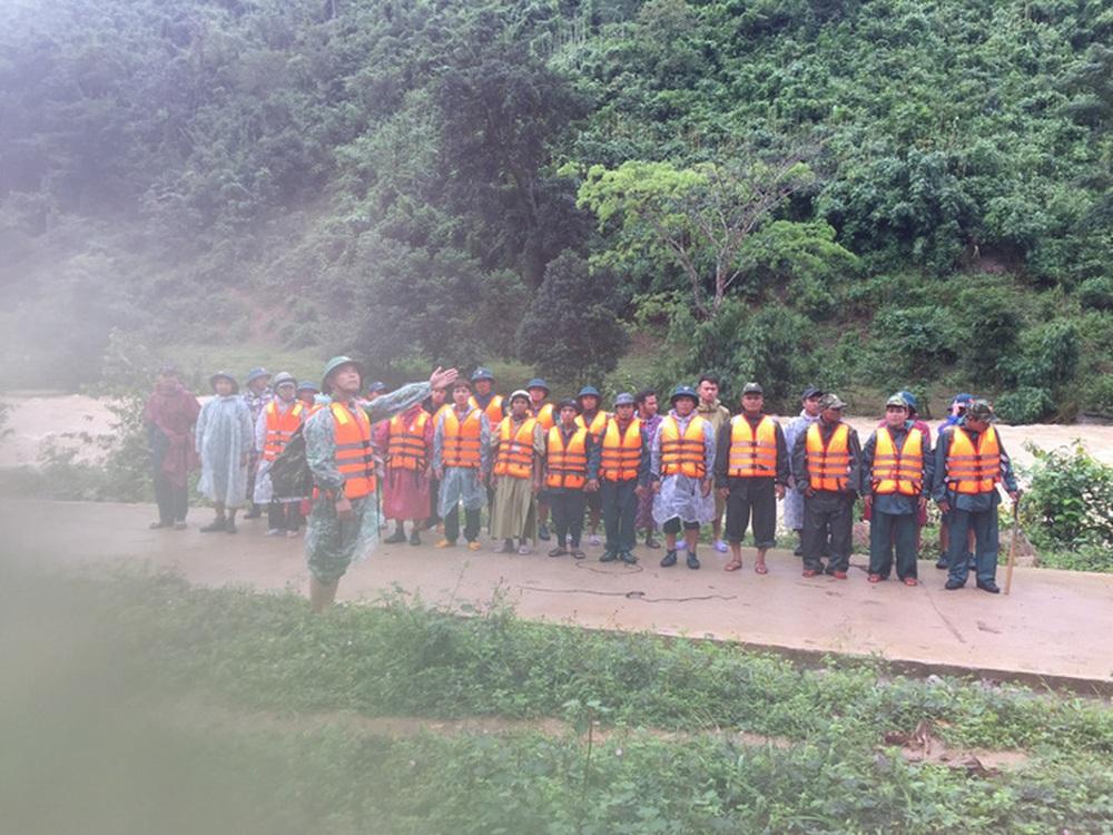 Đã liên lạc được nhóm khách TP HCM bị kẹt trên núi ở Khánh Hòa - Ảnh 1.