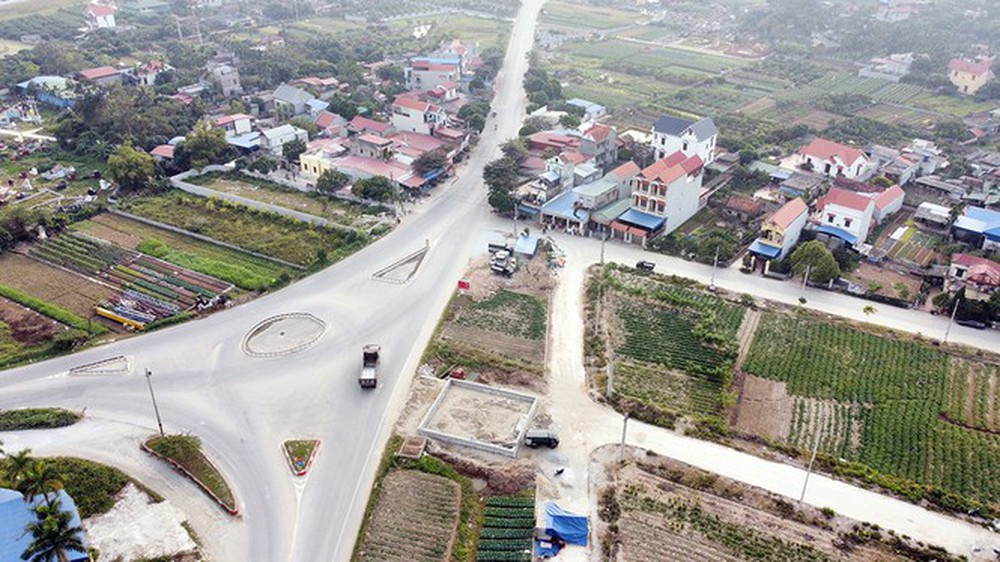 Đình chỉ công trình vi phạm hành lang an toàn giao thông ở Hưng Yên - Ảnh 1.