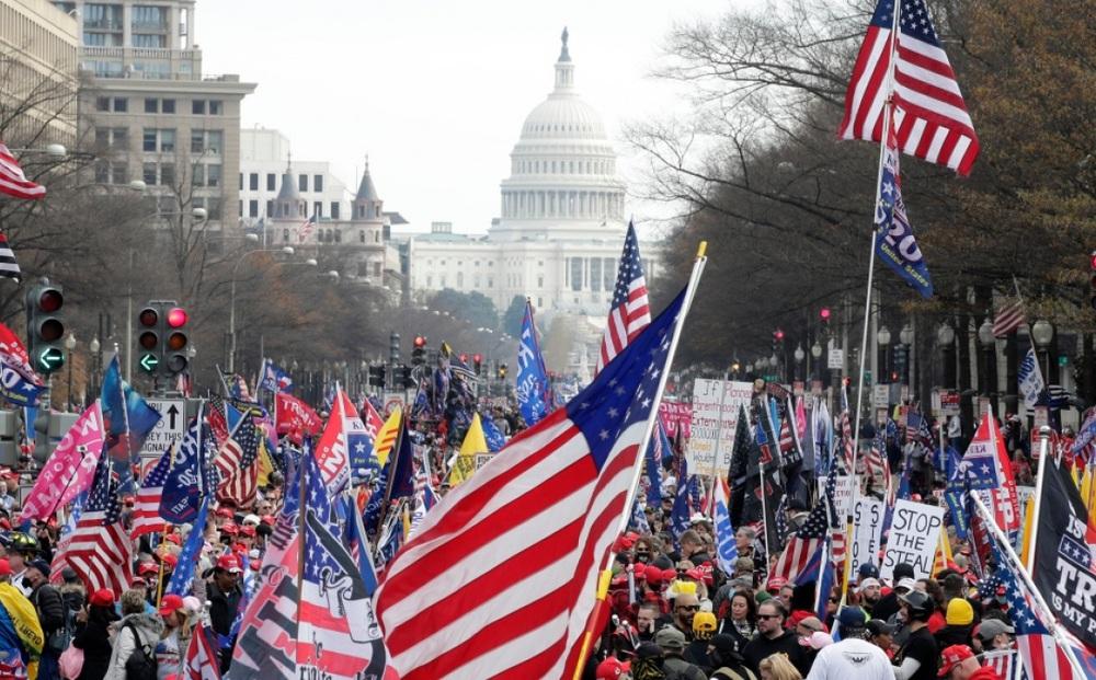"""Mỹ biểu tình rầm rộ trước """"Ngày quyết định"""""""