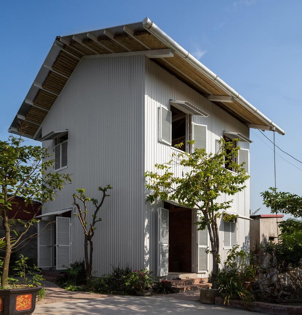 Ngôi nhà chống lũ bằng khung thép chịu lực của Việt Nam lên báo Mỹ - Ảnh 1.