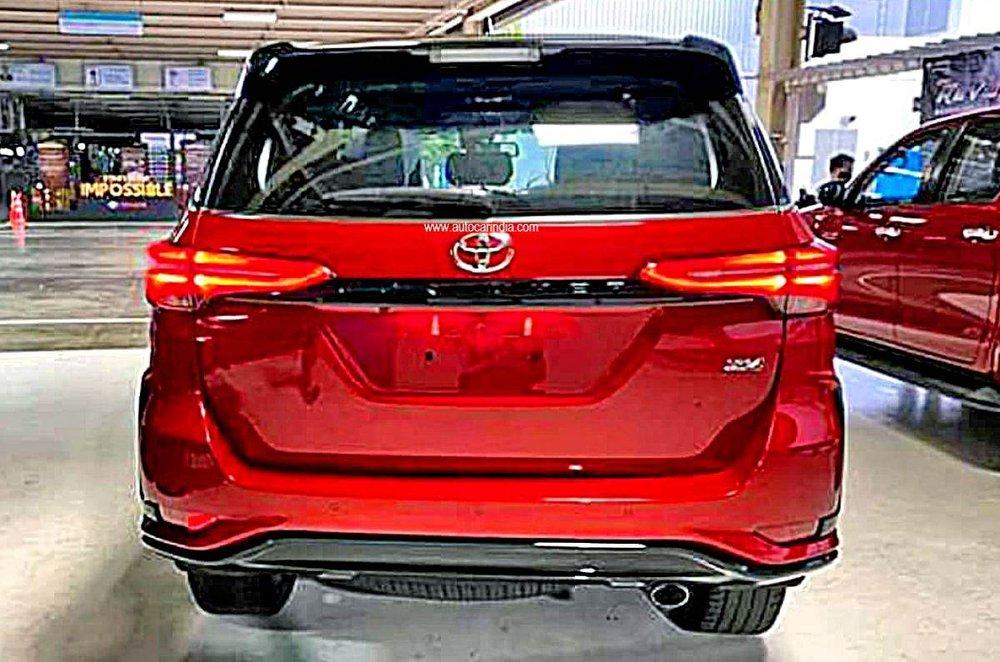 Phiên bản cao cấp của Toyota Fortuner chuẩn bị ra mắt - Ảnh 3.