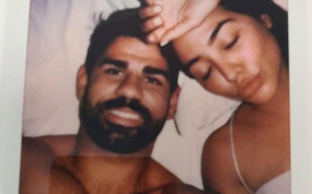 """""""Quái thú"""" Diego Costa bất ngờ lộ ảnh """"giường chiếu"""" theo cách chẳng ai ngờ"""