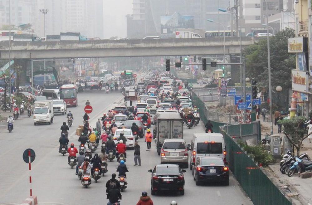 Phân luồng phương tiện qua công trường hầm chui Lê Văn Lương ra sao? - Ảnh 2.