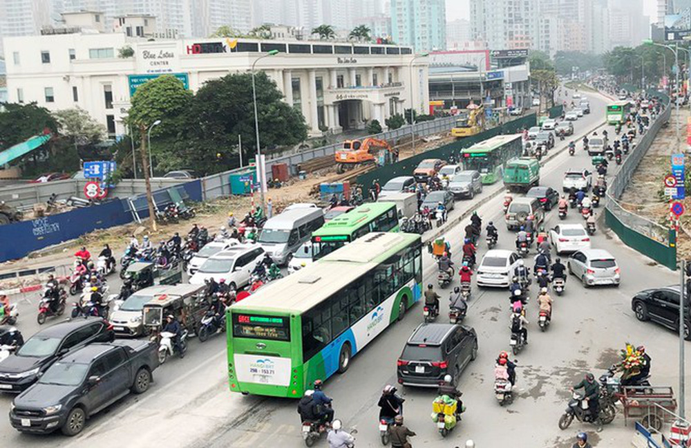 Phân luồng phương tiện qua công trường hầm chui Lê Văn Lương ra sao? - Ảnh 3.