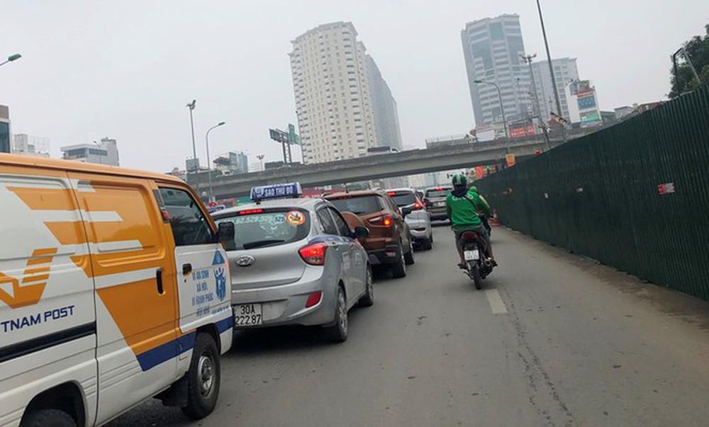 Phân luồng phương tiện qua công trường hầm chui Lê Văn Lương ra sao? - Ảnh 4.