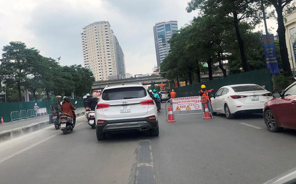 Phân luồng phương tiện qua công trường hầm chui Lê Văn Lương ra sao? - Ảnh 5.