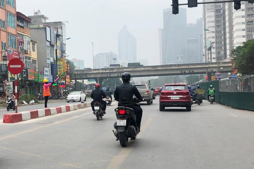 Phân luồng phương tiện qua công trường hầm chui Lê Văn Lương ra sao? - Ảnh 9.