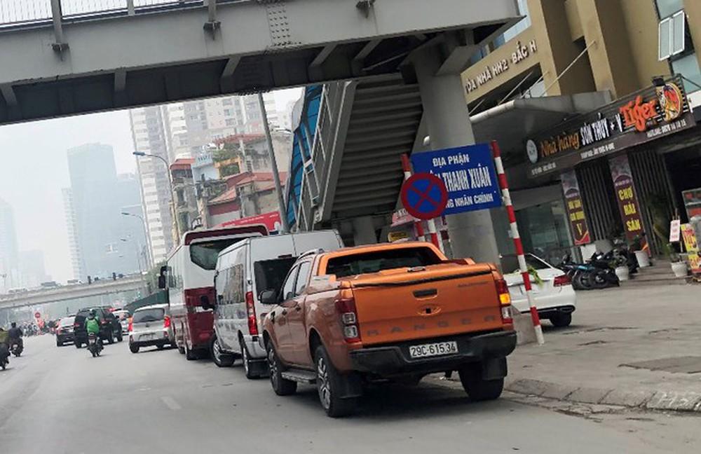 Phân luồng phương tiện qua công trường hầm chui Lê Văn Lương ra sao? - Ảnh 10.