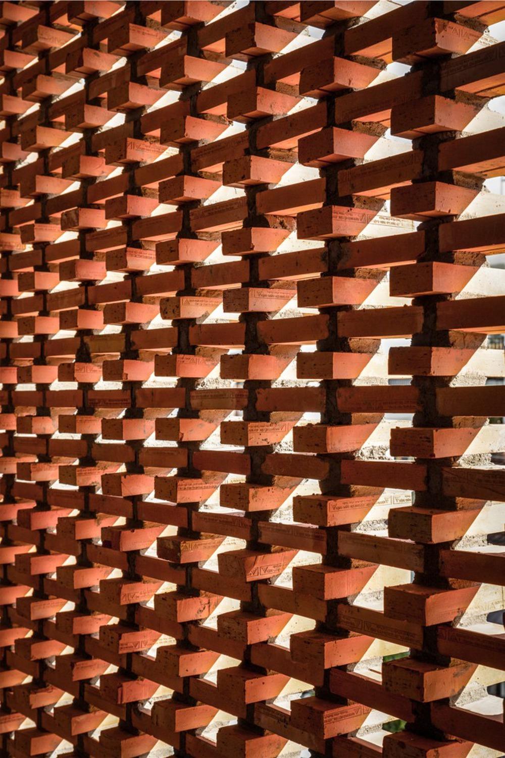 Công trình bằng gạch nung được cải tạo từ nhà kho đẹp lung linh trên báo Mỹ - Ảnh 9.