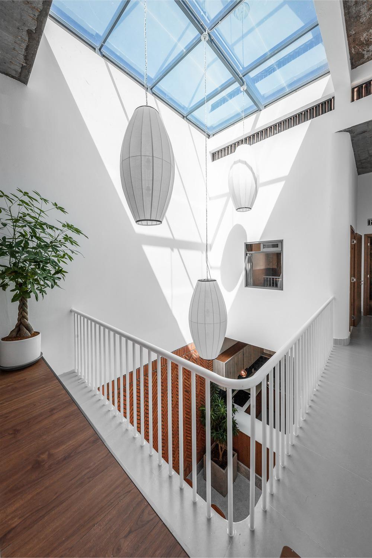 Công trình bằng gạch nung được cải tạo từ nhà kho đẹp lung linh trên báo Mỹ - Ảnh 4.