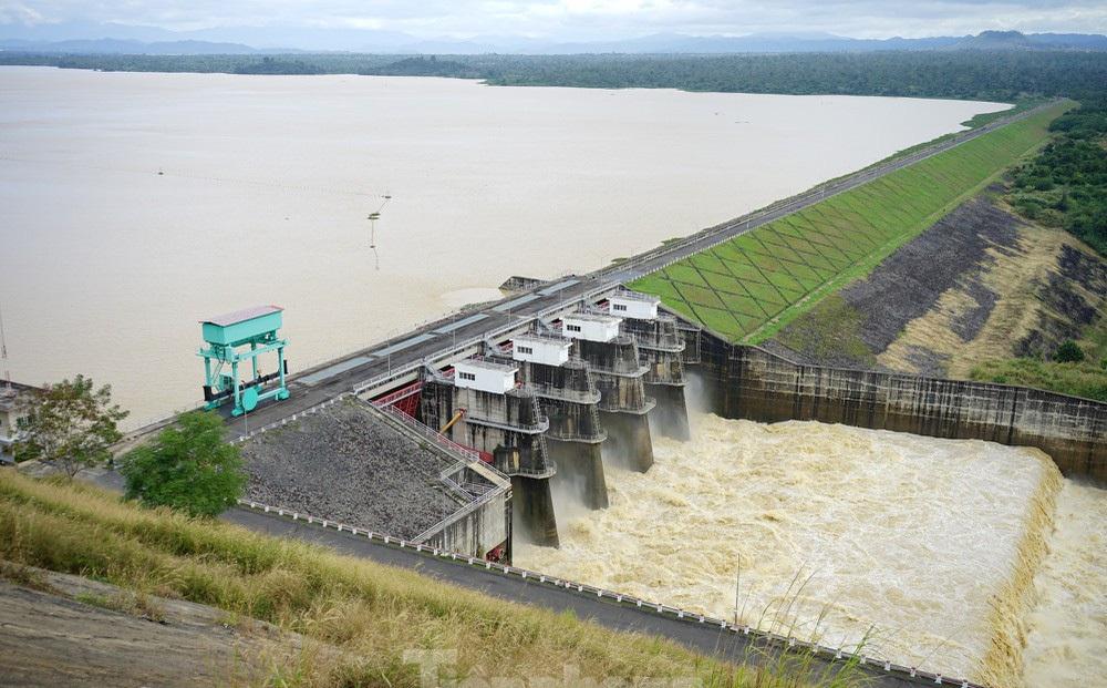 Thủy điện Buôn Kuốp liên tục xả lũ gây thiệt hại, né trách nhiệm