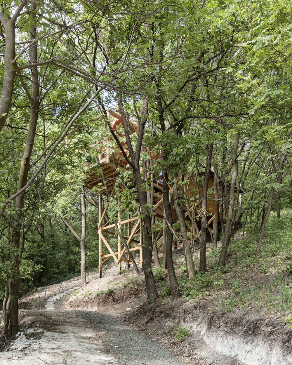 Độc đáo ngôi nhà vô cùng đơn giản, với 12 cái chân, tầm nhìn ra sông - Ảnh 7.