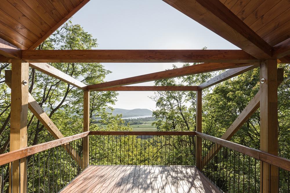 Độc đáo ngôi nhà vô cùng đơn giản, với 12 cái chân, tầm nhìn ra sông - Ảnh 13.