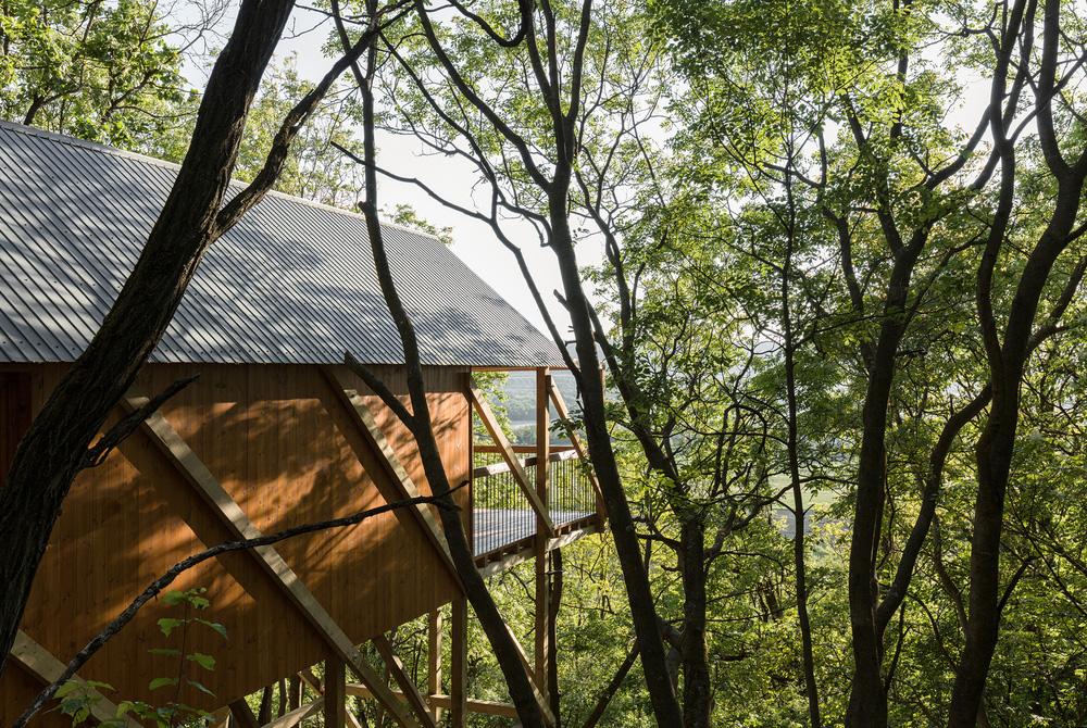 Độc đáo ngôi nhà vô cùng đơn giản, với 12 cái chân, tầm nhìn ra sông - Ảnh 3.