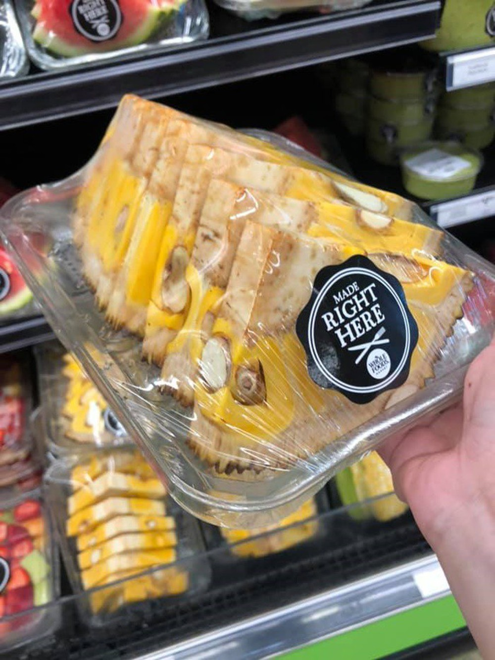 Đi siêu thị Mỹ, cô nàng châu Á choáng váng khi thấy múi mít kì dị và một loạt các loại quả khác cũng bị hành hạ không thương tiếc - Ảnh 2.