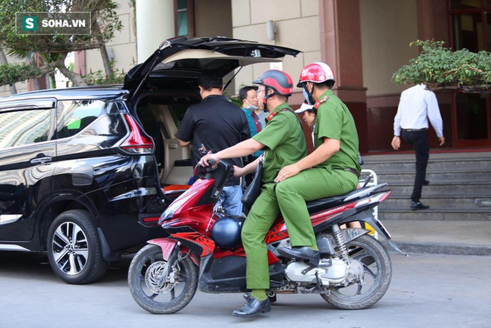 Công an khám xét nhà Phó chủ tịch TP.HCM Trần Vĩnh Tuyến - Ảnh 14.